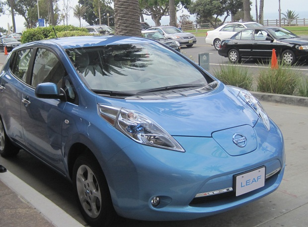 nissanleaf 9% of new Los Angeles vehicle sales will be electric by 2015, 11.7% by 2020